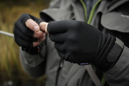 Guideline Fir-Skin Gloves in action